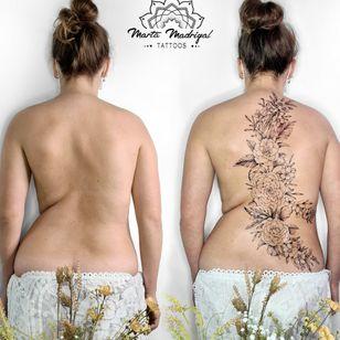 Scoliose cover #MartaMadrigal #fineline #dotwork #illustrative #flower #ornamental #scarcoverup #coveruptattoo