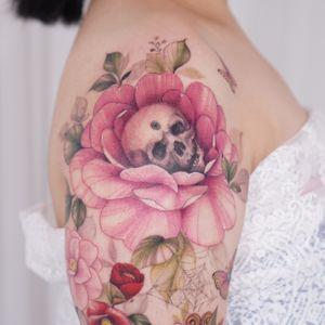 skull and flower tattoo by tattooist silo #tattooistsilo #skull #flower #floral #spiderweb #color #watercolor #tattoo #korea #seoul #tattooartist #
