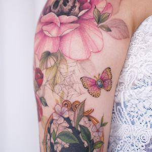 #butterfly #gem #butterflytattoo #colortattoo #healed #healedtattoo #watercolor #watercolortattoo