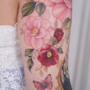 #flowertattoo #flower #floral #color #colortattoo #arm #armtattoo #tattoo #watercolor #fineline