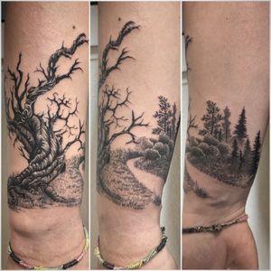 #inprogress #inprogresstattoo #tattoo #tattoooftheday #tatouage #tree #treetattoo #deadtree #deadtreetattoo #lausanne #lausannetattoo #tattoolausanne #fann_ink