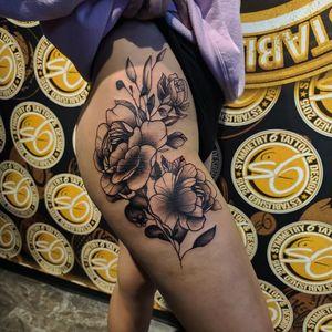 #tattoo #cooltattoos #fortworthartist #texastattoos #blackandgreytattoo #peony #peonytattoo #hip #large #flower