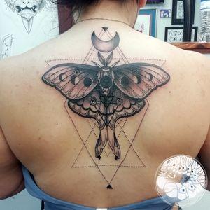 #moth #geometry #blackwork #moon #occult #lunamoth