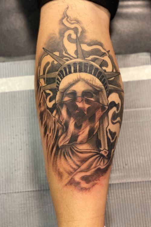Lady Liberty #statueofliberty #blackngraytattoo #THECOMMITTED