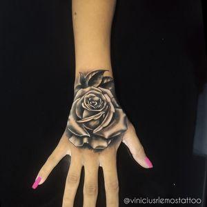 Tattoo Rosa na mão