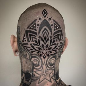 #tattoooftheday #tattoo #tatouage #mandala #mandalatattoo #headtattoo #headmandalatattoo #dot #dotwork #dotworktattoo #dotworkers #dottattoo #skull #skulltattoo #lausanne #lausannetattoo #tattoolausanne #fann_ink