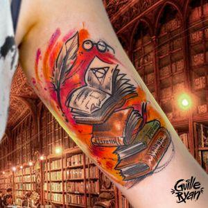 Harry Potter Books 🤓✨⚡📕 Hecho en @whynot.tattoo Si quieres tatuarte escríbeme a guilleryanarttattoo@gmail.com . . . . #wizardingworld #harrypotter #potterheads #pottertattoo #library #magic #spells #potions #watercolortattoos #sketchtattoo #jkrowling #barcelonatattoo #tattoolife