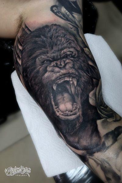 Two sessions of work - by artist Loris 🤟 Custom Tattoo Studio in London Tooting, SW17 9LG #gorilla #gorillatattoo #bicepstattoo #blackandgreysleeve #realistictattoo #tattoosformen #armtattoo #sleevetattoo