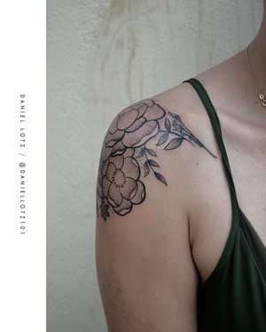 Flora Fortuna . . . #beautiful #floraltattoo by @daniellotz101  . . . . @flashheal @creamtattoosupplyza @tattooinc.co.za @ecotatpro @electrumstencilproducts @dynamiccolor @blackclaw @south_african_tattoo_society . . . FOR BOOKINGS : Email: info@kakluckytattoos.com Call: 021 422-2963 . . . #tattoo #tattoos #kakluckytattoos #mood #lekker #capetowntattoos #mood #love #staysafe #art #artists #wecandothis #belekker #safetyfirst #covid19prepared #goodvibes #keepsafe #art #artist #beauty #bigmood #instagood #instadaily #nature #picoftheday #photography #capetown #420 #finelinetattoos #girlswithtattoos
