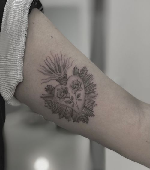 •Sacro cuore• . . . #sacrocuore #sacredheart #fineline #tattoo