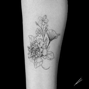 Instagram: @rusty_hst Custom fine line floral piece #flowers #fineline