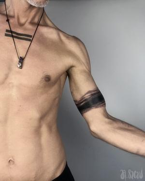 Freehand dark water arm band