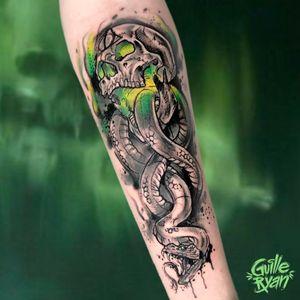 La marca tenebrosa es el símbolo de Lord Voldemort y sus mortífagos. Esta marca fue grabada a fuego en el antebrazo izquierdo de los mortífagos más allegados a Lord Voldemort y también podía ser conjurada en el cielo por el maleficio Morsmordre. . Tattoo hecho en @whynot.tattoo AGENDA ABIERTA BARCELONA guilleryanarttattoo@gmail.com . . . #harrypotter #potterheads #harrypottertattoo #wizardingworld #watercolortattoos #sketchtattoo #frikismo #marcatenebrosa🐍💀 #jkrowling #harrypotterfanart #barcelonatattoocommunity #barcelona2021