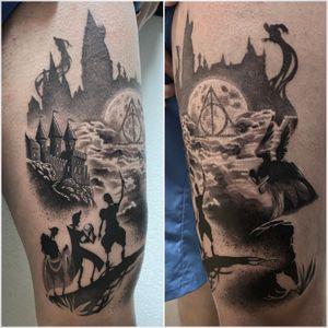 #tattoo #tattoooftheday #tatouage #photooftheday #harrypotter #harrypottertattoo #3brothers #thedeathlyhallows #thedeathlyhallowstattoo #castletattoo #castle #dot #dotworktattoo #dotworkers #dottattoo #lausanne #lausannetattoo #tattoolausanne #fann_ink