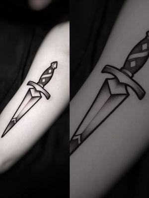 #tattoos #tattoo #dagger #traditionaltattoo #neotraditionaltattoo #blackandgrey #blackandgray #blackwork #damienart