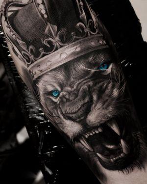 Tattoo lion king realistic tattoo style by tattoo artist Alexei Mikhailov @mikhailovtattoo