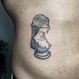✺ Témis ✺ Deusa da Justiça e dos oprimidos. Na mitologia grega, é uma das titãs do sexo feminino. É a segunda esposa de Zeus, o deus supremo, e conselheira de todos os deuses mas sobretudo dele. Diante de uma situação de opressão, costumava-se invocá-la para restabelecer a ordem e a justiça. . . . #engravingtattoo #temis #themis #themistattoo #tattooartist #goddesstattoo #mitologytattoo #tattoolisboa #engravingstylle #etchingstyle #etchingtattoo #tattoo2me #tattooinspiration #tattooink #tattooartist #drawing #engraving #drawhandmade #lisbontattoo #originaltattoo #mitologygreek