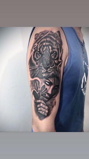 Mulher e tigre