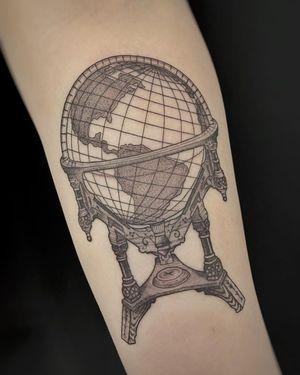 Tattoo by Siri Montra aka avantgarde.ink #SiriMontra #avantgardeink #otattoo #illustrative #globe #map #world #fineline