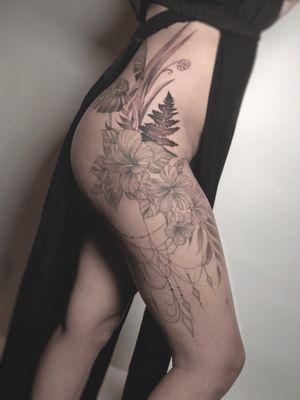 #thightattoo #floraltattoo #sleeve #fern #hibiscus #chains #sexytattoo #finelinetattoo #blackwork #Geometric #sacredgeometry