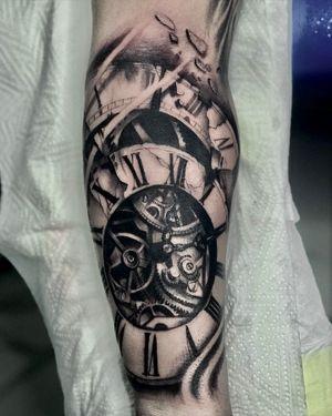 #tattoosouthafrica #hillsidetattoo #ashjworldwide #clocktattoo forearmtattoo