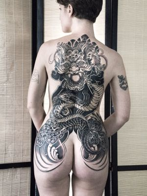 용오름 🍀 ; To be contunued one day! #customtattoo #tattoo #art #tattoodesigns #tattooideas #tattooberlin #berlintattooers #tattoodo #tattooed #inked #backtattoo #blacktattoo #blackwork #blackworkers #tattooworkers #blackouttattoo #neotribal #neotraditionaltattoo #dragontattoo #dragon #cloudtattoo #womantattoo #asiantattoo #koreantattoo #tattoolife #tattoolover #taot #tttism #thinkbeforeuink #brusselstattoo