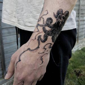 Skull Kraken, 2020, Birmingham #영국타투 #uktattoo #ukart #uktta #londontattoo #birminghamtattoo #middlesbroughtattoo #darkornaments #darkartists #blackworkers #blacktattooart #blackworktattoos #btattooing #blxckink #blacktattoos #thedarkestwork #onlyblackart #onlythedarkest #blackworkersubmission #tattoowork #tttism #blkttt #skulltattoo #krakentattoo #artinkpaint #ink_bw #blackworknow #sketchandart #tattooideas #flashwork