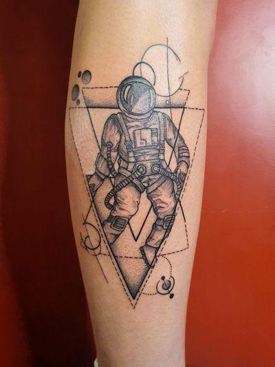 #cosmos #astronault #planet #fineline #black #geometry