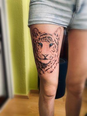 Tattoo#tiger#womantattoo#legtattoo#