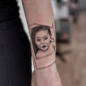 Leah 💕 IG: @yleniaattard #smallportrait #polaroid #babyportrait