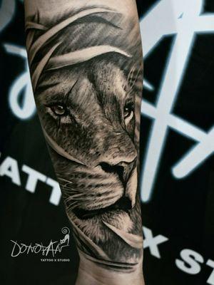 ALMA Y CORAJE 🔥 Siempre mejorando texturas y detalles 🤙💉😊 Citas al 3112939361 ✅ #leon #tattoolyon #tatuajesleon #DonovanTattoos #tatuajestunja #tunjatattoo #tatuadorestunja #tattoocolombia