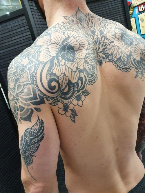Ornamental style shoulder piece