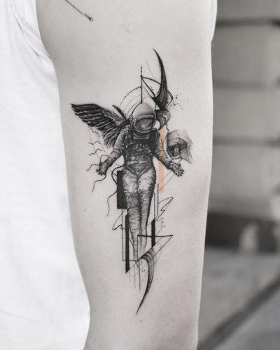 🔘• C r e a t o r • 🔶 . @torocsikartroom . . #tattooed #tattoo #inked #inkedmag #tattooedmag #art #artist #tattooist #tattooartist #budapest #bp #budapestattoo #bdfcknpst #budapesthungary #daily #dailytattoo #tattoodesign #astronaut #astronautatattoo #creator #geometrictattoo #geometric #fineline #finelinemag #blackwork #microtattoo #microrealism #finelinetattoo