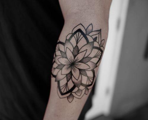Mandala tattoo by Migdy #Migdy #illustrative #linework #fineline #blackwork #mandala #dotwork #geometric #floral #sacredgeometry