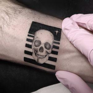 Mini skull tattoo above the wrist. . . . . . . . #minitattoo #smalltattoo #skulltattoo #singleneedletattoo #microrealism #minimalisttattoo