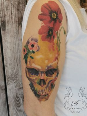 Watercolourtattoo skull and poppy www.tatuajbucuresti.ro