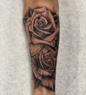 Never get tired of roses. #rosetattoo #floraltattoo #blackandgrey