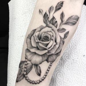 #tattoo #dotworktattoo #dotworkers #londontattoos #luton #uktattooartist #blackwork #blackworkers #fineline #girlietattoo #inkedman