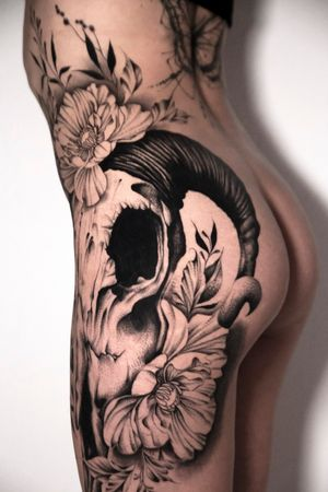 Skull & flowers