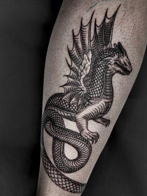 The infinity dragon #engravingtattoo #etchingtattoo#grabadotattoo #gravure #gravur #dragon #fineline #valencia #valenciatattoo