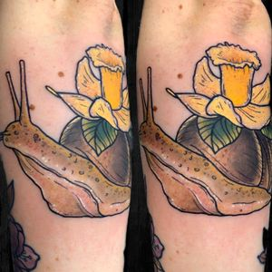 Snail and daffodil tattooed from flash #snailtattoo #daffodiltattoo #snail #daffodil