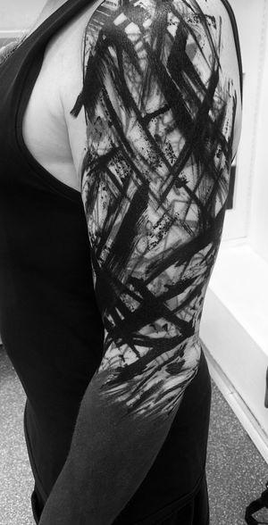 Blackwork chaos tattoo #bigmagnum #blackwork #witchinghourNL #chaostattoo #trashtattoo #bobbygrey #witchinghourtattoo #dermadonnacustomtattoos #trashtattoo #onlyblackwork #blackink #abstracttattoo #witchinghour #amsterdam #brutalblackwork #brutalblack #brutaltattoo