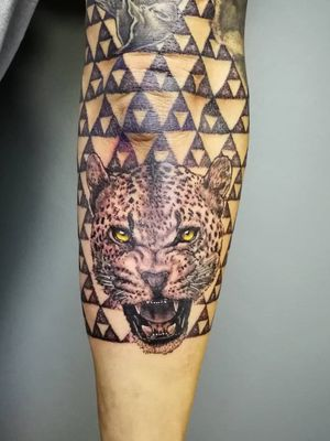Jaguar y textura. Cotizaciones a mi whats 2223605806 y DM 🤘🏻🤓 #jaguartattoo #jaguartatuaje #tattoo #tatuaje #jaguar #trifuerza #triforce #dotwork #sleevetattoo #tatuajemanga #puntillismo #menwithink #tattooedboys #HybridoKymera #puebla #mexico #tatuadoresmexicanos #tatuadorespoblanos #pueblacity #hechoenmexico #madeinmexico #mexican #tatuadoresmx #mexicotattoo #mexicanpowertattoo #tattoodo #pueblatattoo #tattooinklatino #artinkstasmx @radiantcolorsink @fkirons @tattoodo @boycottproducts @zitacartuchos @tatuartemagazine