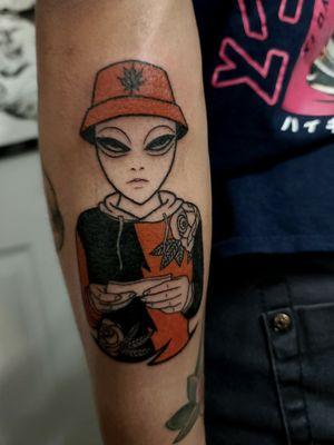 Custom pothead alien #hippietattoo #clydelaudato #alientattoo