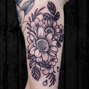 Dotwork sunflower tattoo #dotworktattoo #sunflowertattoo #sunflowers