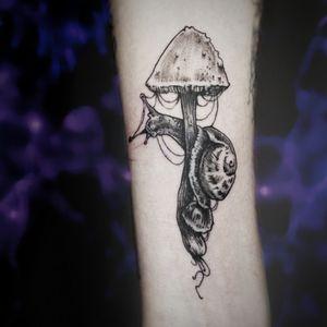 Ślimak #snail #snailtattoo #mushroomtattoo