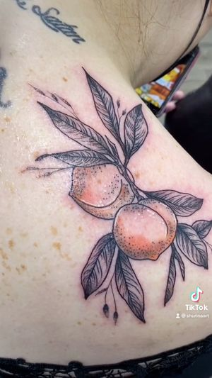 Some cute peaches with minimal color!