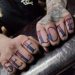 Classic trad finger self love tattoo by me 🔥 #tondriktattoo #ucernekotvy #jmtattoo #donotcopy #neotraditional #fingertattoos