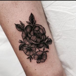 Tattoo by Miss Vampira aka Mary Minahan #MissVampira #MaryMinahan #rose #floral #flower #nature