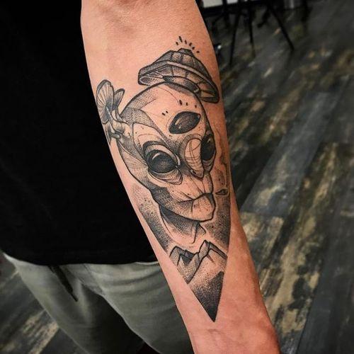 Done by resident artist Ninneoat at Theburningeyetattoo www.theburningeyetattoo.com For appointmentsinfo@theburningeyetattoo.com – Graphic Sketchy Realism Tattooing— #zurich#zurichtattoo#tattoozurich#zürichtattoo#züritattoo#tattoozürich#theburningeyetattoo#theburningeyetattoozurich#ninneoat#ninneoattattoo#swiss#swisstattoo#sketchyrealismtattoo#graphictattoo